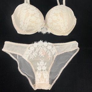 Victoria's Secret 32DD medium bra set